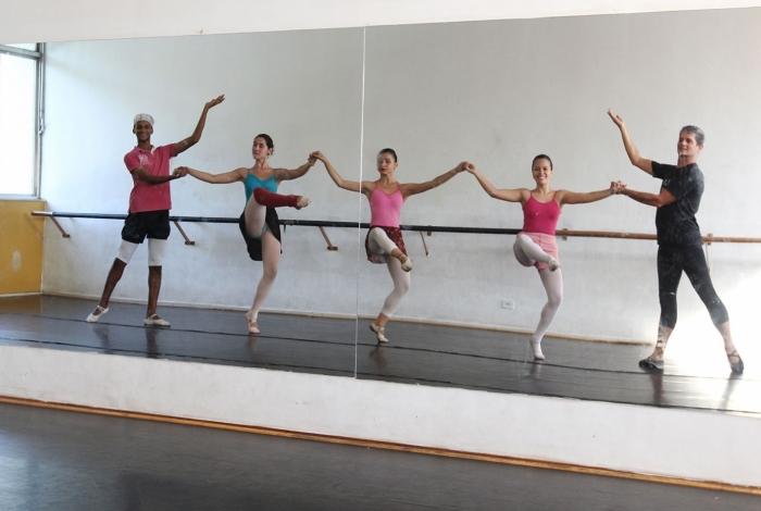 Escola de Dança de Macaé vai selecionar 16 bailarinos