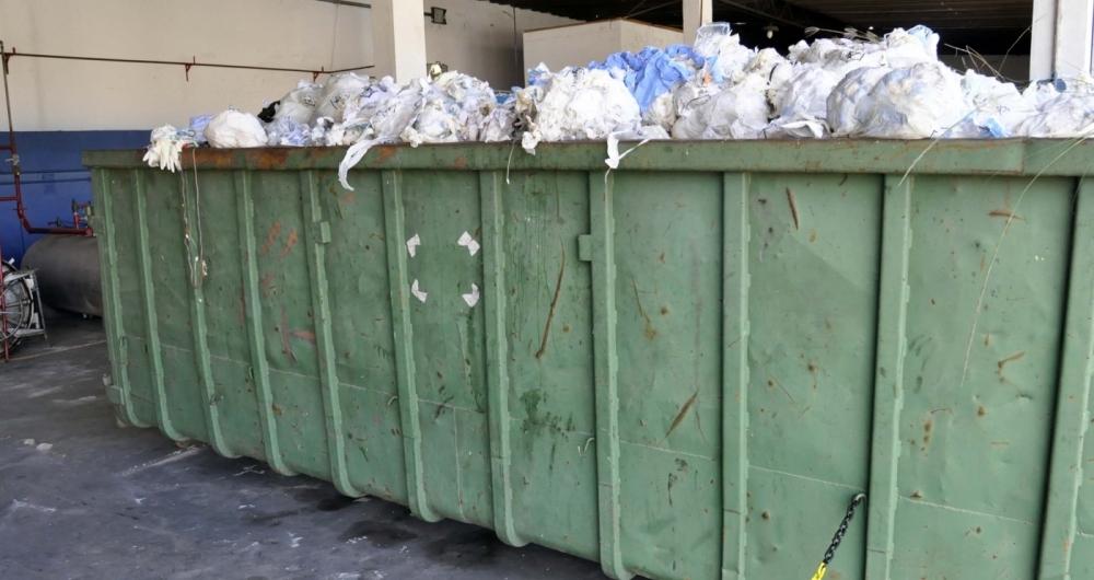Fiscais flagraram excesso de materiais hospitalares, acondicionados irregularmente em ca�ambas na sede da OPX