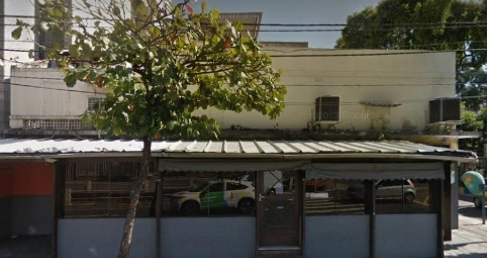 Assaltantes invadiram churrascaria e assaltaram clientes.