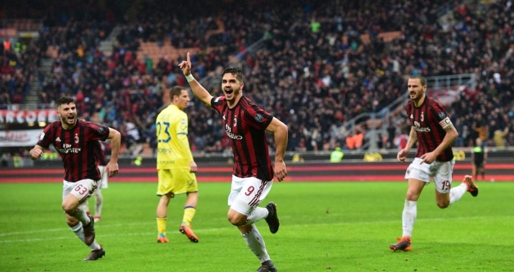 Andre Silva comemora gol da vit�ria do Milan sobre o Chievo