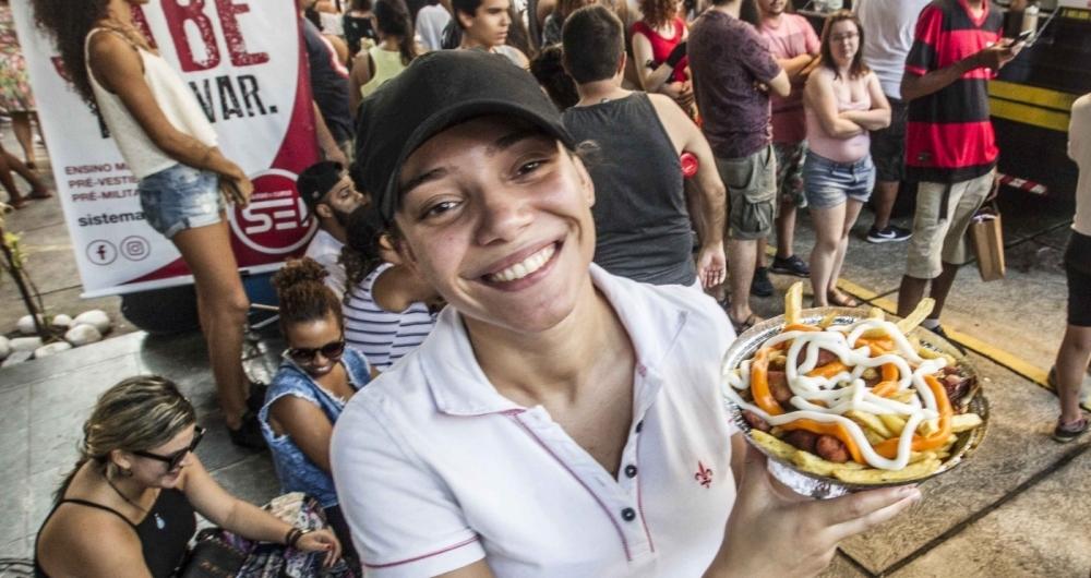 Yasmim, dona da batata carioca de Marechal, comemorou as vendas