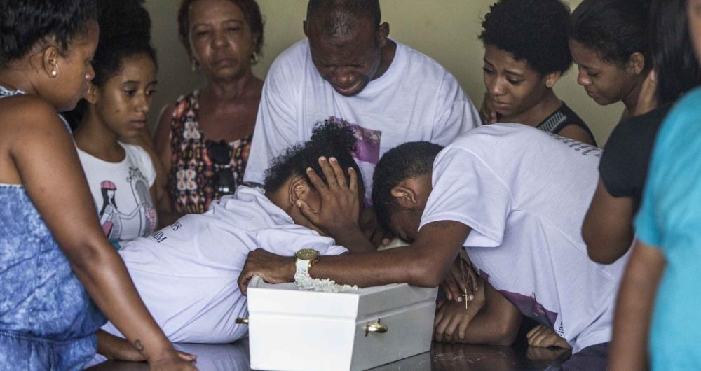 Menino Benjamim, de 1 ano e 7 meses, é velado no cemitério Maruí, no Barreto, em Niterói.