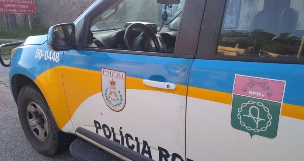 Criminosos atiram em viatura da pol�cia em S�o Gon�alo