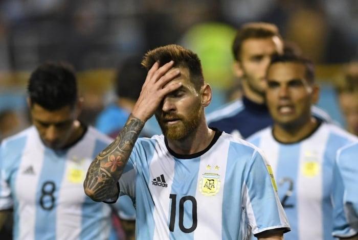 Messi sofre com criticas após tropeço na estreia