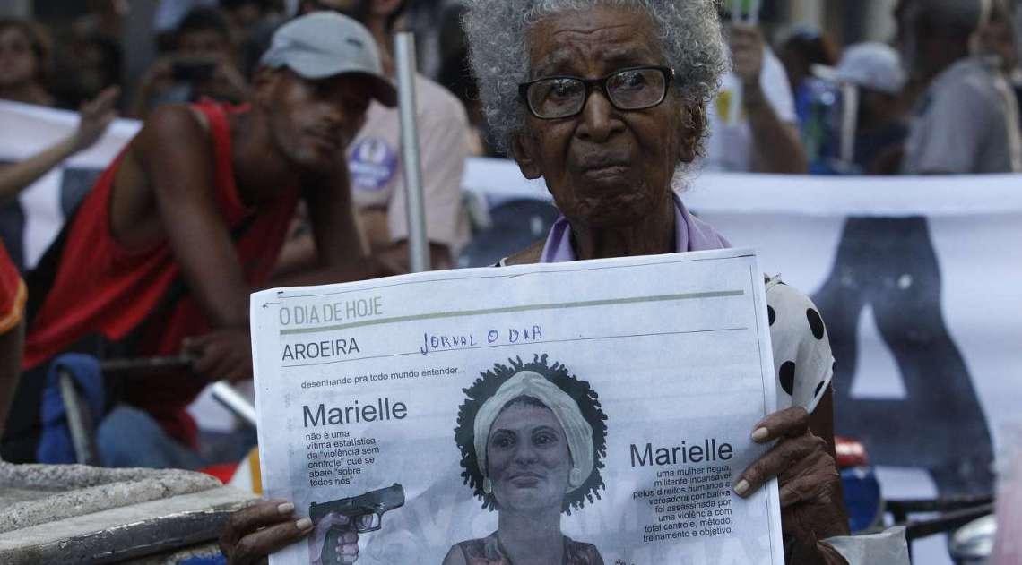 Dona Santinha, 93 anos, que ganhou as redes sociais após ato pela morte de vereadora