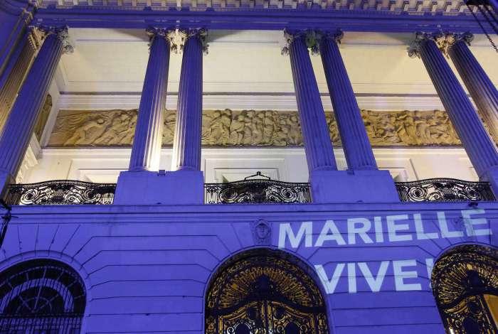Há um mês da morte de Marielle, torcida do América presta solidariedade