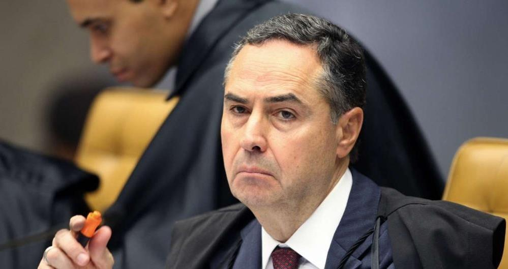 Barroso vota a favor de prisão de Lula