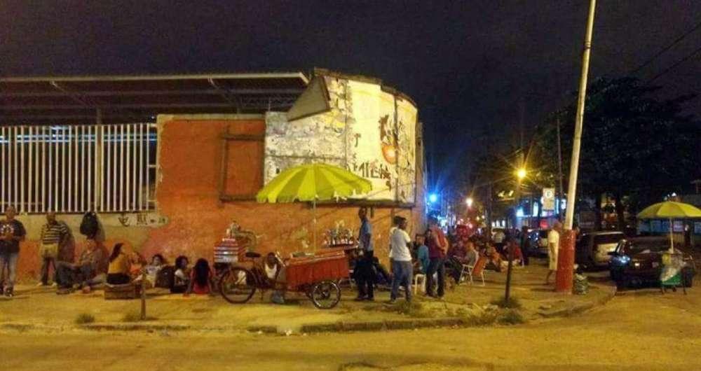 Trabalhadores em fila de emprego no Rio