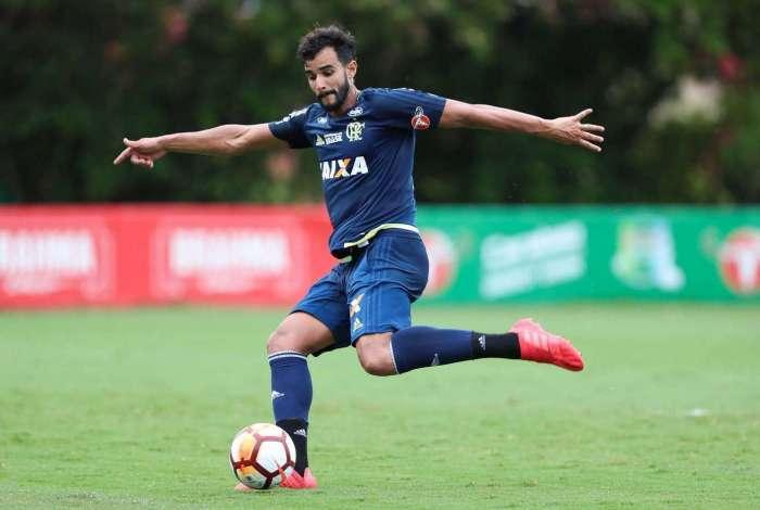 Henrique Dourado fez gol único no Moisés Lucarelli
