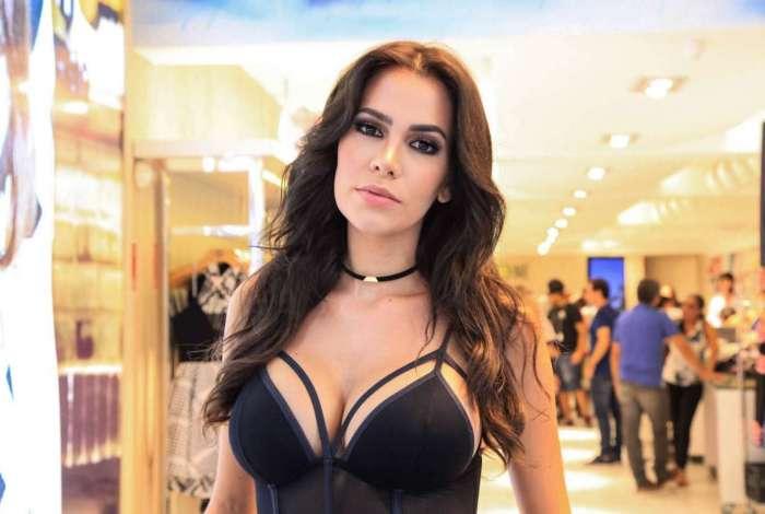 Ex-BBB Adriana