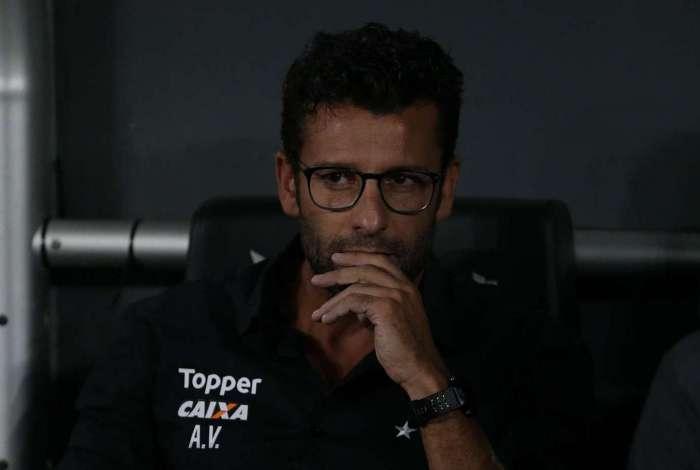 Alberto Valentim pode ficar fora dos gramados por até seis jogos, junto com Mano e Rafinha