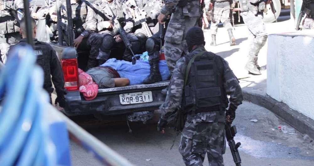 Após o tiroteio, os policiais militares dizem ter levado seis baleados para o Hospital Miguel Couto, na Gávea