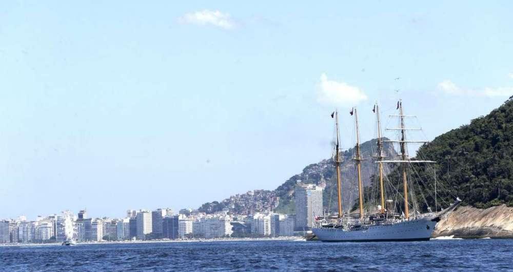Evento re�ne seis navios veleiros estrangeiros e o navio veleiro brasileiro Cisne Branco