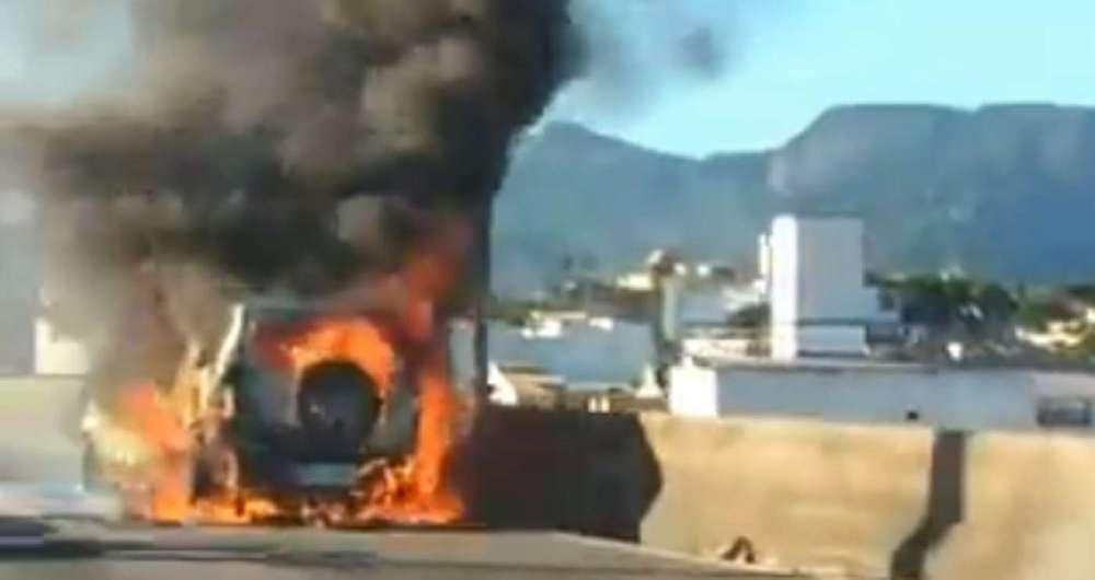 Inc�ndio em carro causa transtornos na Linha Vermelha