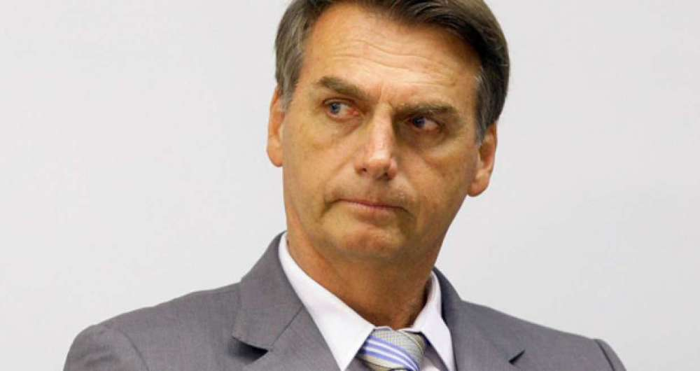 'Aquele tiro é uma mentira', diz Bolsonaro no Paraná