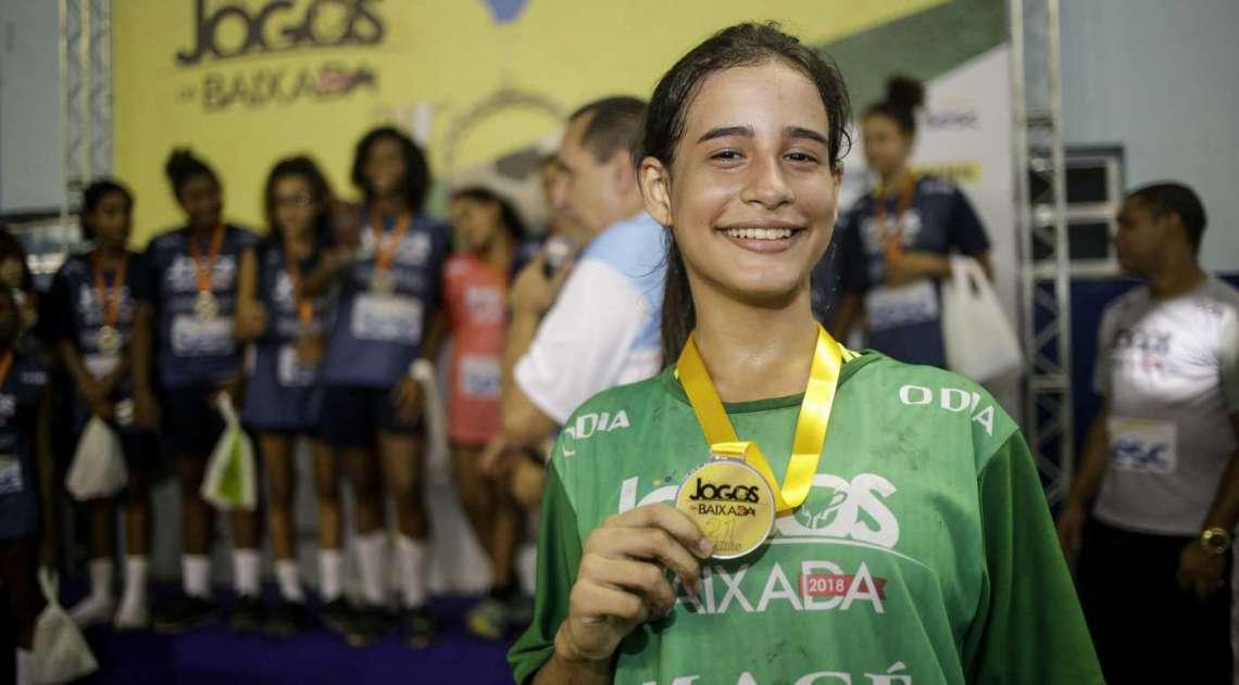 Atleta Maria Karoline foi eleita a melhor jogadora do handebol feminino