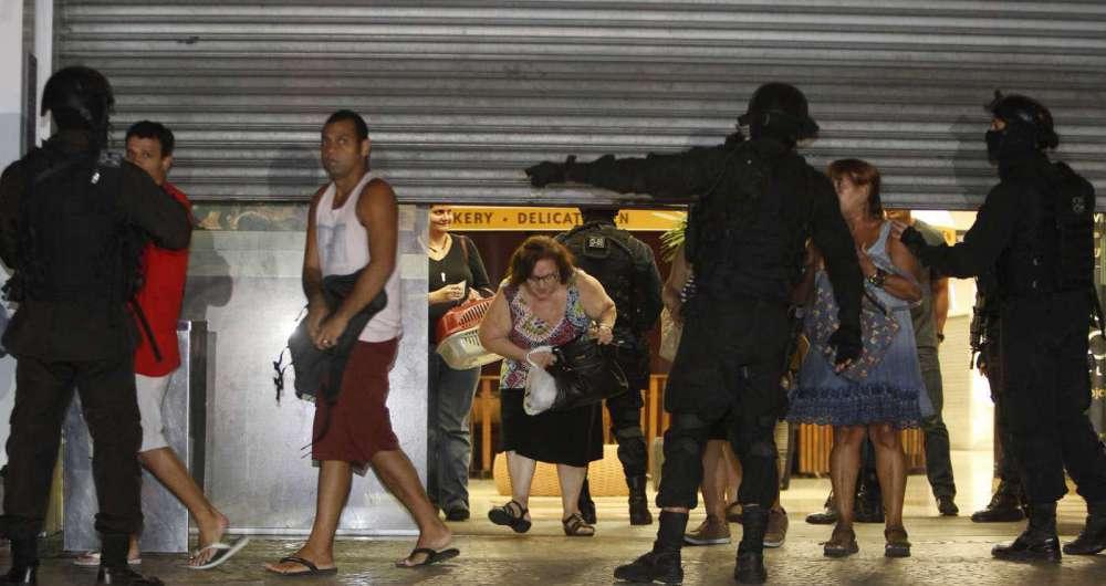 f4cb280f501 Tentativa de assalto fecha shopping em Botafogo O Dia - Rio de Janeiro