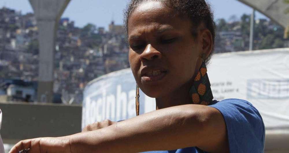 Mulher acusa PMs de agressão na Rocinha
