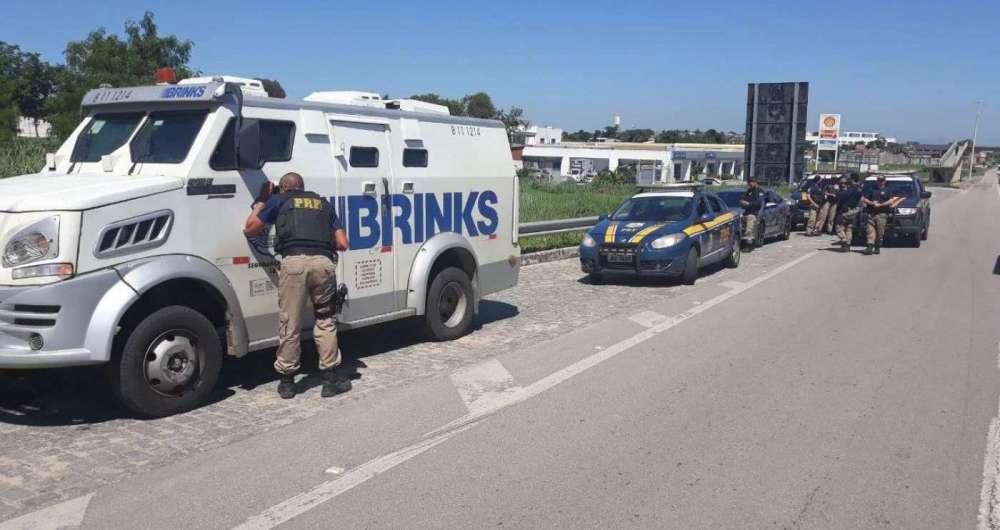 Bandidos tentaram roubar carro-forte na BR-101, em São Gonçalo