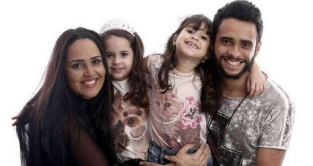 Perlla com as filhas Pérola ,Pietra e o marido Cássio Castilhol
