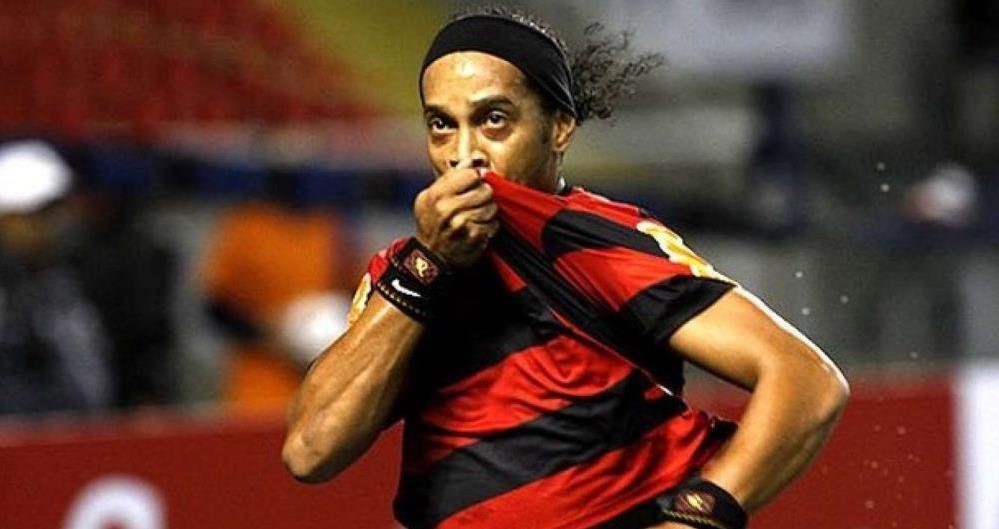 Ronaldinho teve passagem marcante pelo Flamengo