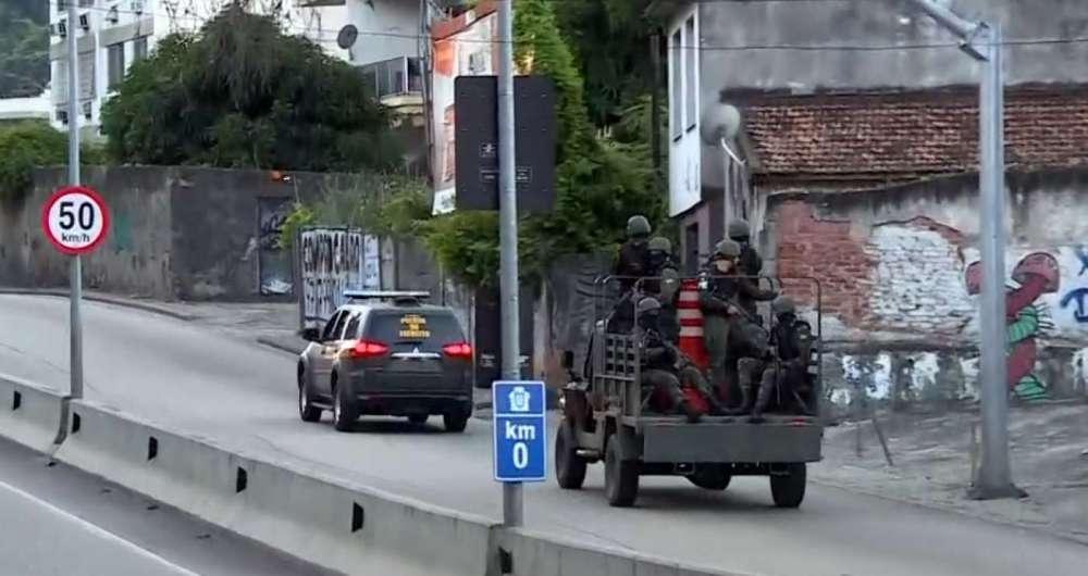 Agentes da segurança pública fazem operação no Complexo do Lins de Vasconcelos