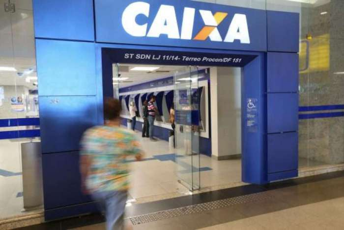 Trabalhadores privados sacam o PIS na Caixa Econômica Federal
