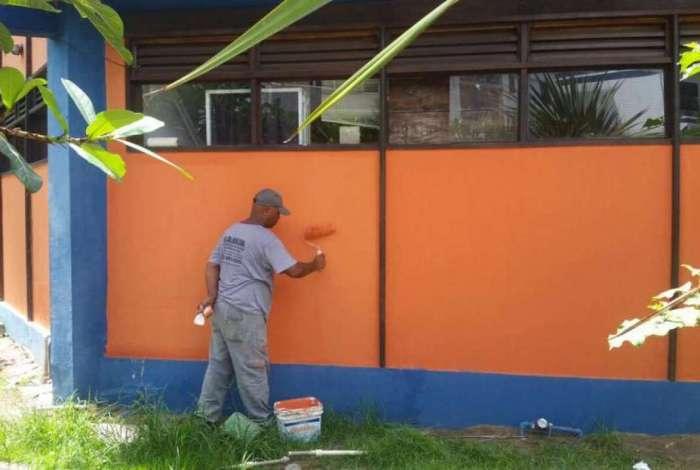 Teatro Municipal Inah de Azevedo Mureb, em Cabo Frio, recebe os últimos retoques para a reinauguração