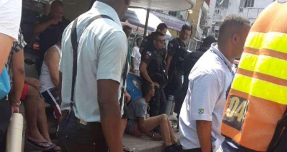 Um dos suspeitos presos (no chão) após assalto à Lojas Americanas no Leblon