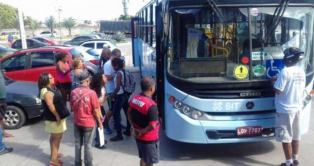 Mulher foi morta a facadas dentro de ônibus em Macaé