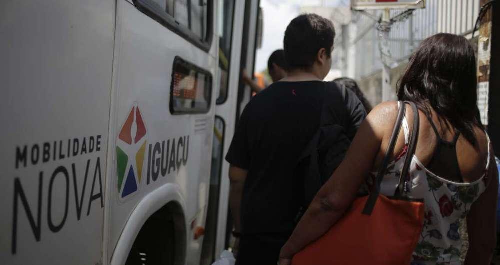 Falta de abrigos é motivo de insatisfação  nos pontos de ônibus