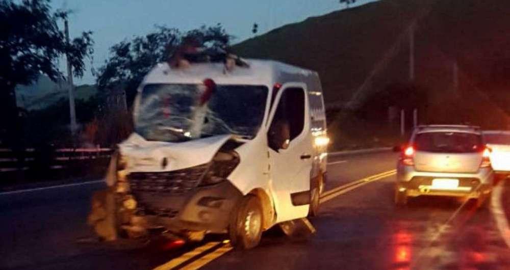 Van do Degase se envolve em grave acidente