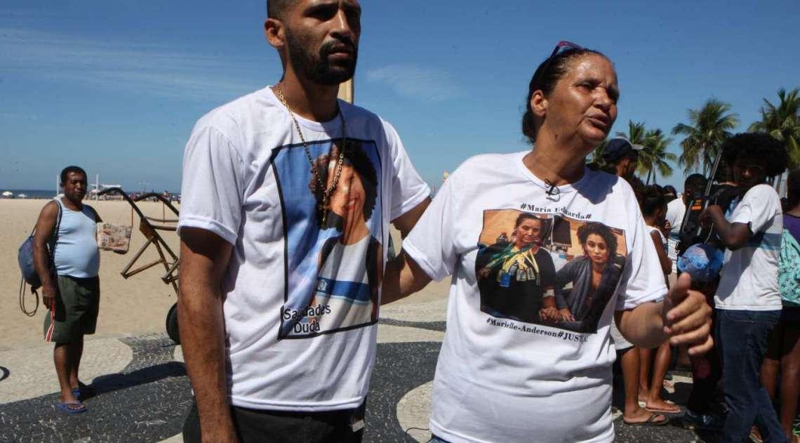 Rio de Paz faz manifestação na Praia de Copacabana em homenagem à Maria Eduarda