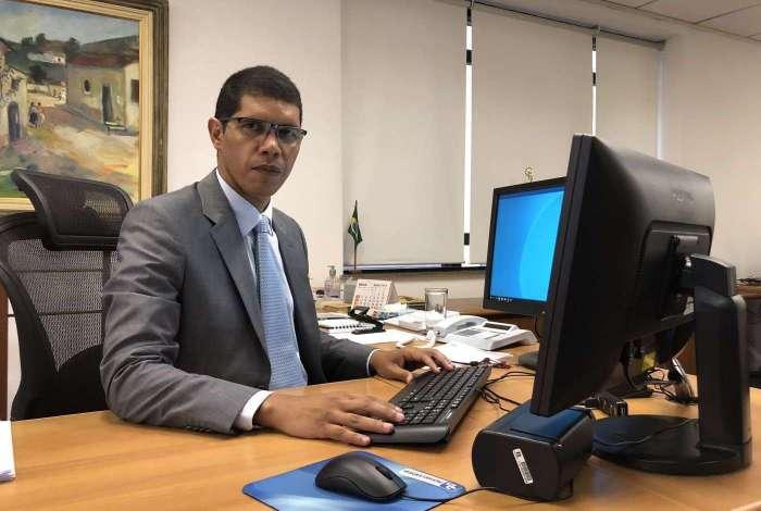 Recurso pagar� folha de abril e parte da de maio, afirmou Santos