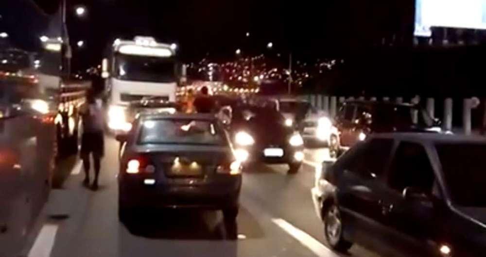 A��o criminosa causou p�nico na Ponte e motoristas tentaram voltar na contram�o