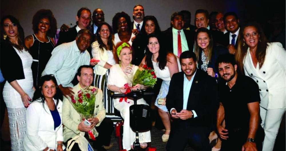 Beth Carvalho � homenageada pelo Grupo de Empres�rios G10