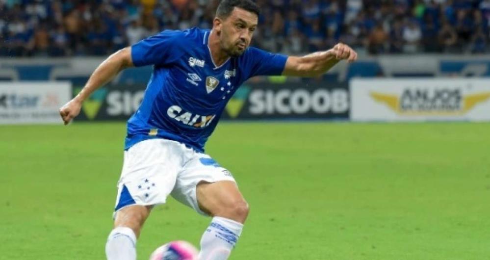dc1a5aa20e Ex-Botafogo treina e deve reforçar Cruzeiro contra o Vasco em jogo ...