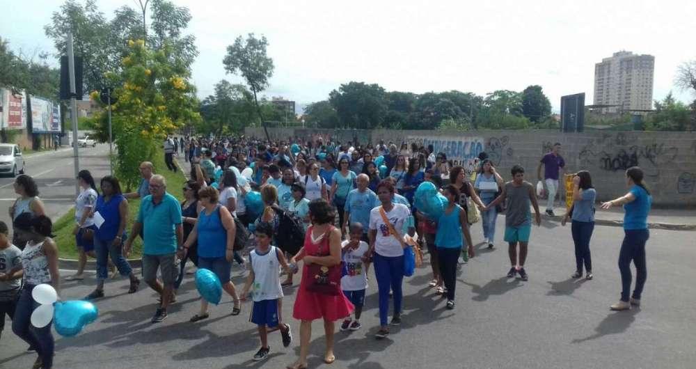 Crian�as participaram de caminhada sobre conscientiza��o para o autismo