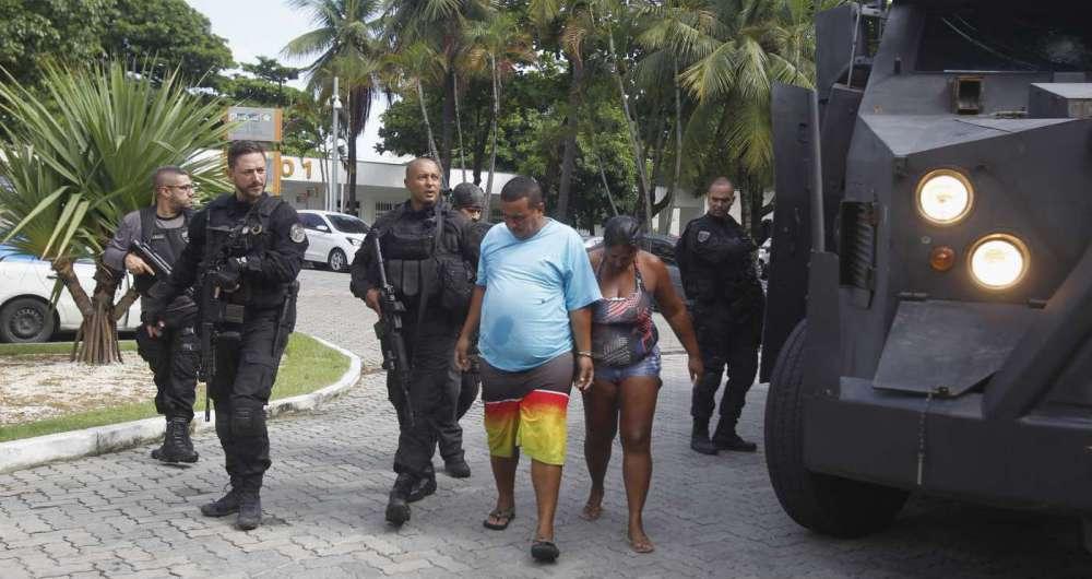 Alan Pinheiro e Danielle Bezerra chegando à Cidade da Polícia