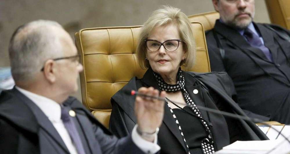 Rosa Weber, entre os ministros Fachin e Dias Tofolli: ministra alegou que mudança na interpretação do STF em tão pouco tempo (a decisão atual é de 2016) não se justificava