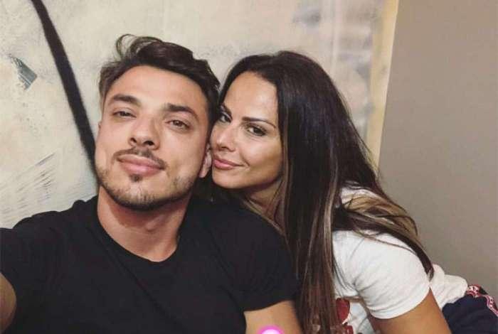 Viviane Araújo posa com o novo namorado, Klaus Barros