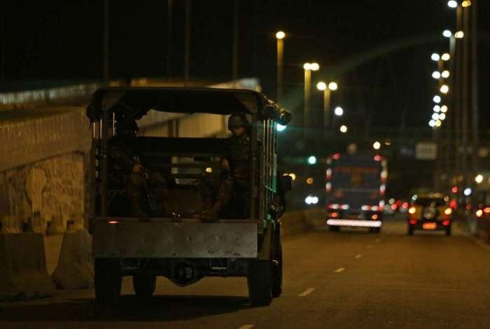 Ex�rcito patrulha a Avenida Brasil para tentar reduzir roubos de carros