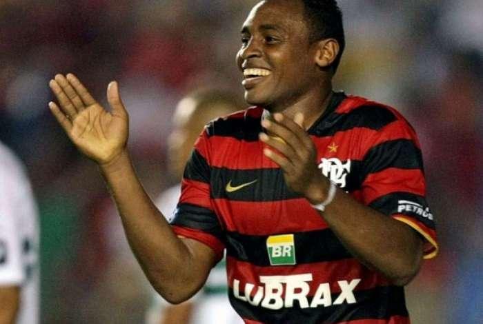 Obina da declara��es pol�micas sobre Botafogo e Vasco
