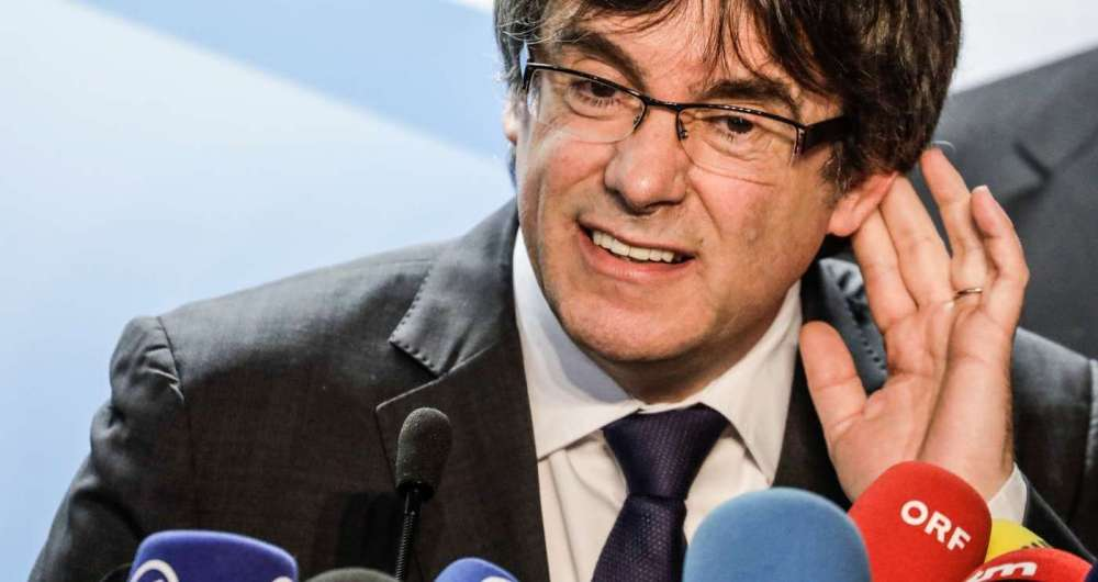 Justiça alemã entendeu que extradição do ex-presidente catalão Carles Puigdemont não pode ser feita sob a acusação de rebelião, mas apenas por malversação de fundos
