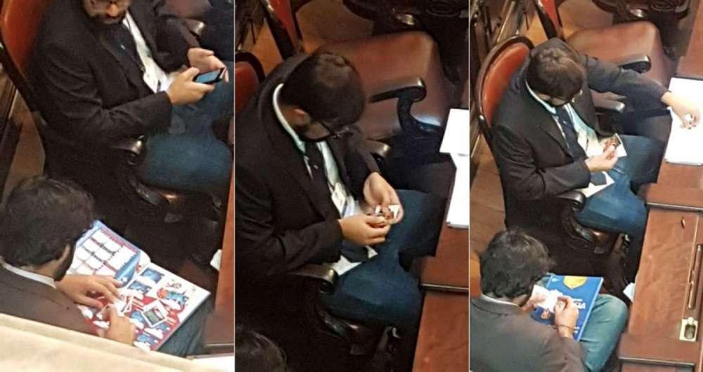 Assessores parlamentares trocam figurinhas durante sess�o no plen�rio da Alerj