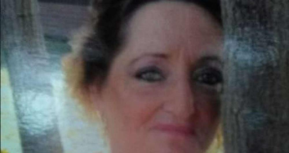 Mulher foi filmada alcoolizada no colo de coelhinho da Páscoa em parque nos Estados Unidos