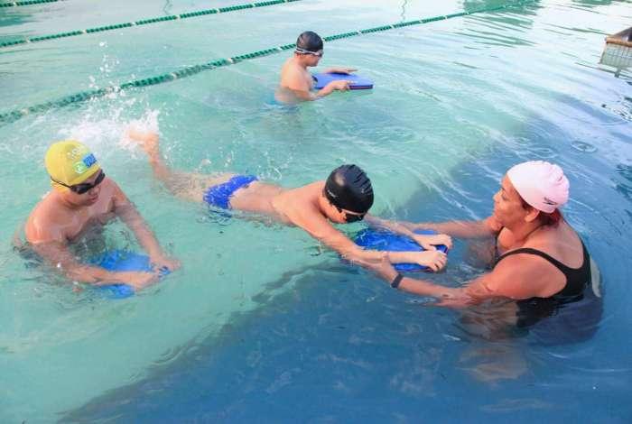 Aulas de natação acontecem na Vila Olímpica de Mesquita