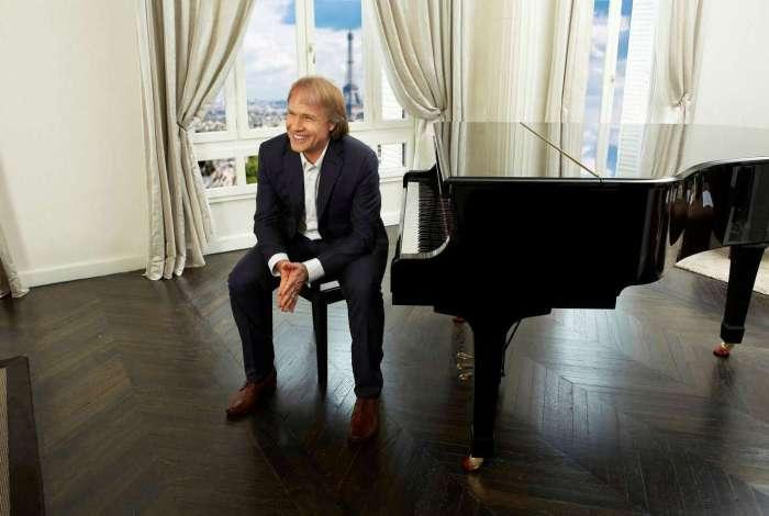 Richard Clayderman: piano no quarto do hotel para praticar todos os dias