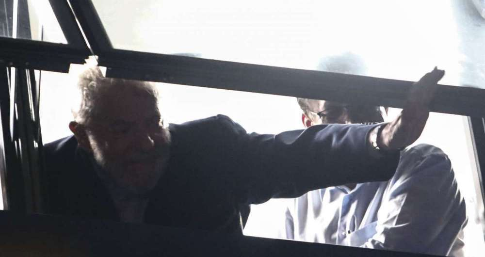 Lula deve se entregar após missa para Marisa Letícia, neste sábado