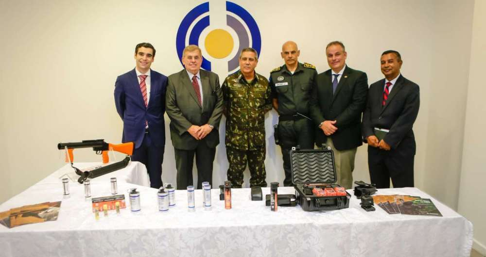 Gabinete de Interven��o Federal recebe doa��o de 16,5 mil equipamentos n�o-letais